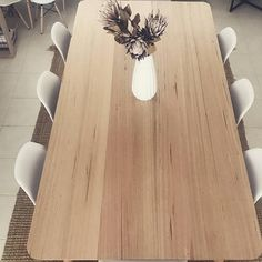 Tasmanian Oak 8 seater Dining Table This is the timber bench top I'm thinking Natural Wood Dining Table, Timber Dining Table, Dining Table Design, Oak Table, Small Woodworking Projects, Woodworking Bench Plans, Workbench Plans, Woodworking Tools, Steel Workbench