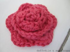 daffodils & snowdrops: How To... Make The Mollie Makes Crochet Flower... AWESOME tutorial!!! Full of pictures, excellent instructions. The flower looked great, although it's a project for an intermediate crocheter and I am just a beginner :)
