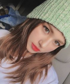 Image may contain: one or more people, hat and closeup Jeon Somi, Kpop Girl Groups, Kpop Girls, Korean Girl Image, Afro, Mode Rose, Celebs, Celebrities, Ulzzang Girl