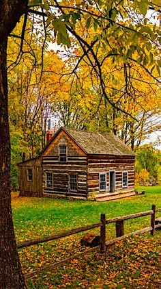 Abandoned Farm Houses, Beautiful Homes, Beautiful Places, Red Houses, Log Cabin Homes, Log Cabins, Autumn Scenes, Le Jolie, Cabins And Cottages