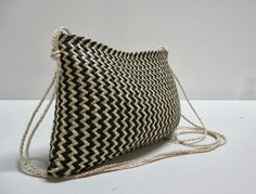 Traditional techniques, patterns and fibres. Individually crafted from New Zealand flax/ har. Flax Weaving, Simple Geometric Pattern, Maori Designs, Maori Art, Art Bag, Weaving Patterns, Weaving Techniques, Evening Bags, Woven Fabric