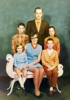 This is Heather's family. (front, l to r) Karen, Elaine, Blair; (back l to r) Rob, Morley, Heather.   Check out my website when you have a minute - http://rodhowell.ws