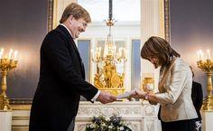 DEN HAAG - Koning Willem-Alexander heeft woensdagochtend weer geloofsbrieven in ontvangst genomen. De nieuwe ambassadeurs van Israël, Bosnië-Herzegovina en Singapore kwamen achtereenvolgens langs op Paleis Noordeinde. (Lees verder…)