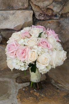 white & pink roses & hydrangea bouquet Photography By / http://peachblossomphotography.net,Planning By / http://abigtodoevent.com