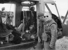 Ia Drang Valley, VN, Nov 1965, Capt Robinson Vietnam History, Vietnam War Photos, North Vietnam, Vietnam Veterans, American Veterans, American War, American Soldiers, American History, Battle Of Ia Drang