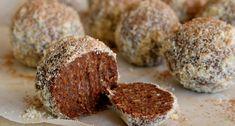 Chocolate orange fudgy balls with macadamia and medjool dates {raw, vegan, gluten free healthy} Raw Vegan Desserts, Vegan Sweets, Healthy Desserts, Delicious Desserts, Vegan Raw, Vegan Meals, Vegan Life, Vegan Food, Raw Chocolate