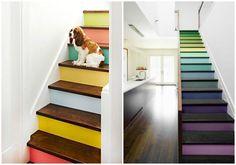 Dale un toque de color a tu hogar, no necesariamente en las paredes, busca elementos adicionales con los que puedas jugar. Una increíble idea son las escaleras, se verán creativas e innovadoras.