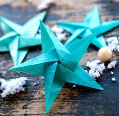 Make origami Christmas ornaments using our step by step photo tutorial as you fold! Place your origami stars on your Christmas tree branches or mantel Origami Tree, Origami Stars, Origami Easy, Origami Boxes, Dollar Origami, Origami Folding, Origami Flowers, Origami Envelope, Paper Christmas Decorations