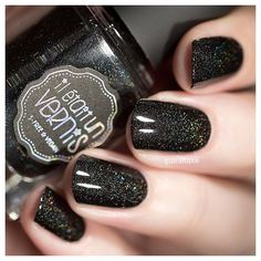 Pretty in ink, le noir linéaire parfait ! @iletaitunvernis #iletaitunvernis #socabaret