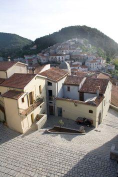 L'abitato al tramonto dalla terrazza della torre medievale #invasionidigitali Palazzo Rinascimentale Aieta