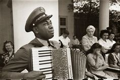 """Navy Chief Petty Officer Graham Jackson plays """"Goin' Home"""" on the accordion as Franklin D. Roosevelt's body is carried from Warm Springs, Georgia. Jackson was a personal friend of President Franklin and Eleanor Roosevelt. Legendary Pictures, Iconic Photos, Rare Photos, Vintage Photos, Famous Photos, Chuck Norris, Ringo Starr, Steve Jobs, Life Magazine"""
