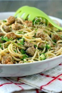 Cucinando e assaggiando...: Spaghetti con zucchine novelle e filetto di tonno croccante