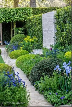 Chelsea Flower Show 2014 The Telegraph Garden designed by Tommaso del Buono and Paul Gazerwitz