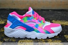 Make a bold statement with this Nike Air Huarache Print GS Everyone normally consider treks Haraches Shoes, Hype Shoes, Shoes Style, Neon Nike Shoes, Nike Shoes Outfits, Jordan Shoes Girls, Girls Shoes, Shoes Women, Cute Sneakers