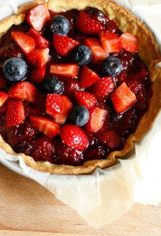 crostata di fragole e mirtilli
