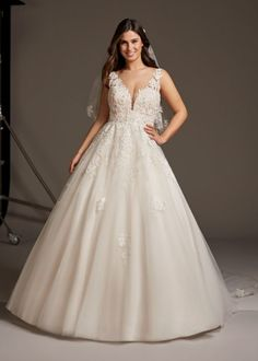 Trouwjurk Pronovias Ariel Pronovias Wedding Dress, Couture Wedding Gowns, Designer Wedding Dresses, Bridal Dresses, Wedding Lingerie, Plus Size Brides, Plus Size Wedding, Fairy Wedding Dress, Bouquet Wedding