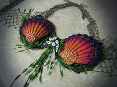 DIY Mermaid Shell Bra: Let your inner mermaid out! I've found so many plastic shell bras, but wanted something more authentic for an upcoming photoshoot. Mermaid Cosplay, Mermaid Outfit, Mermaid Costumes, Mermaid Bikini, Mermaid Shell Top, Siren Costume, Goddess Costume, Realistic Mermaid Tails, Shell Bra