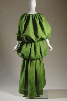 Balenciaga Silk gazaar evening dress with cape, 1961