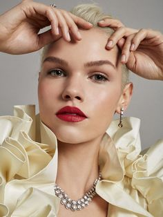 Las 10 (+1) barras de labios favoritas de una editora de belleza con (casi) 100 labiales | Vogue España Ruby Woo, Bobbi Brown, Maybelline, Sephora, Yves Saint Laurent, Septum Ring, Beauty, Perfect Lips, Makeup Brands
