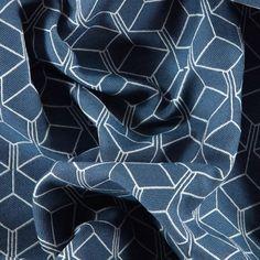Jacqauard vit/blå kubmönster
