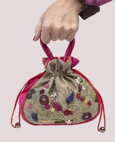 Sac de Camille est un vraiment superbe, un de type sac à main de haute qualité qui a été entièrement conçue, cousue et brodé à la main par moi.