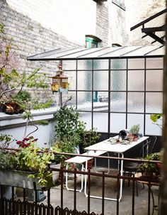 """""""Top Ten: Best Outdoor Patio Dining Sets Apartment Therapy Annual Guide featuring the IKEA PS 2014 folding table and bench! Ikea Ps 2014, Rooftop Terrace, Terrace Garden, Rooftop Gardens, Small Terrace, Side Garden, Green Garden, Small Patio, Outdoor Gardens"""
