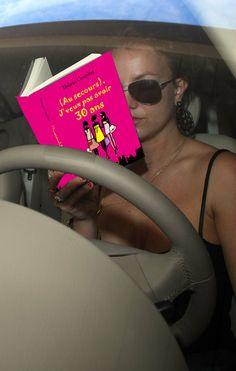 Britney Spears, entre lire (Au secours), J'veux pas avoir 30 ans et conduire, a choisi...