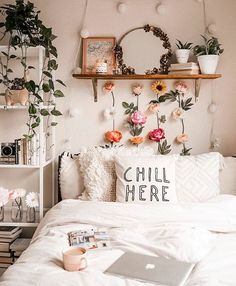 gorgeous cozy dorm room ideas you'll want to copy 15 ~ mantulgan.me gorgeous cozy dorm room ideas you. Cute Bedroom Ideas, Cute Room Decor, Room Ideas Bedroom, Home Bedroom, Bedroom Designs, Cheap Room Decor, Modern Bedroom, Bedroom Inspo, Bedroom Wall