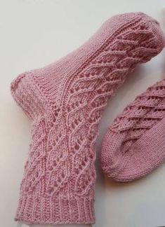 Helppo pitsisukka vol II Crochet Cow, Diy Crochet And Knitting, Knitting Charts, Crochet Slippers, Crochet Chart, Knitting Stitches, Knitting Socks, Hand Knitting, Knitting Patterns