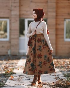 Image may contain: 1 person, standing and . Stylish Hijab, Modest Fashion Hijab, Casual Hijab Outfit, Hijab Chic, Muslim Fashion, Fashion Outfits, Fashion Fashion, Muslim Girls, Muslim Women