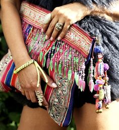 Gemusterte Boho Clutch für den Hippi-Festival-Look #coachella #streetstyle #prints