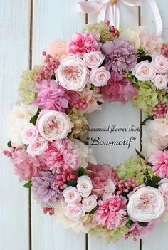 Cottage Welcome Wreath Wreath Crafts, Diy Wreath, Door Wreaths, Ribbon Wreaths, Yarn Wreaths, Tulle Wreath, Burlap Wreaths, Deco Floral, Arte Floral