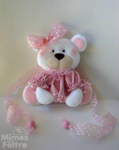 Par de ursinhas para prender as cortinas do quarto da sua princesinha com muito estilo. Um fofura! *Preço referente a um par de prendedores. R$ 80,00