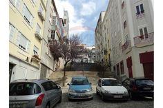 Lisboa, Arroios, Rua do Triângulo Vermelho. Apartamento T3, em bom estado, 3º andar sem elevador em prédio de placa, com muita luz. Vendido em Maio de 2016 por 128 mil euros. Vendido por Diogo Neto