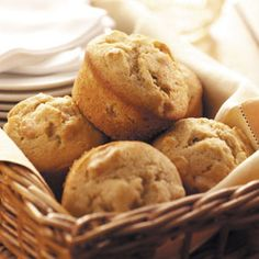 These delicious banana nut muffins are to die for! Double the recipe and make 16 muffins makes each muffin 5 WW points. Add half a bag of semisweet chocolate chips for 16 muffins and it makes each muffin 7 WW points. Biscotti, Banana Nut Muffins, Pear Muffins, Buttermilk Muffins, Muffin Recipes, Banana Recipes, Yummy Recipes, Healthy Recipes, Crepes