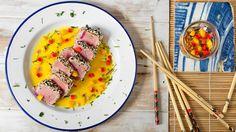 Tataki de atún con ensalada de mango | Canal Cocina
