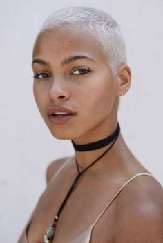 The 6 Biggest Hair Color Trends Taking L. This Fall - Trend Platinum Hair Makeup 2019 Blonder Afro, Buzz Haircut, Fade Haircut, Curly Hair Styles, Natural Hair Styles, Hair Gloss, Bald Hair, Platinum Blonde Hair, Icy Blonde