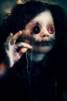 Women of Horror and Violence Creepy Art, Creepy Dolls, Scary, Creepy Stuff, Arte Horror, Horror Art, Dark Images, Creepy Pictures, Sombre