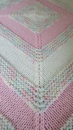 Ravelry: paulabirdlady's Paulabirdlady's In-The-Round Square Baby Blanket Loom Knitting, Knitting Stitches, Baby Knitting, Crochet Baby, Knitting Patterns, Knitting Ideas, Knitting Projects, Knitted Afghans, Knitted Baby Blankets