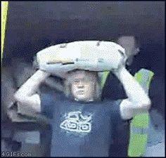 10 GIFs de pessoas sendo sacaneadas