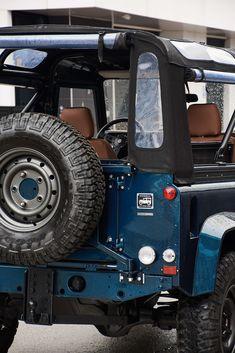 Defender 90, Land Rover Defender, Triumph Bikes, Monster Trucks, Mens Fashion, Gallery, Vehicles, Atvs, Moda Masculina