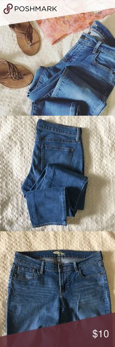 "Medium wash skinny fit denim. Medium washed Diva mid-rise skinny fit denim. Size 8 long. Inseam-32"". Waist-16"". Rise-8"". Old Navy Jeans Skinny"