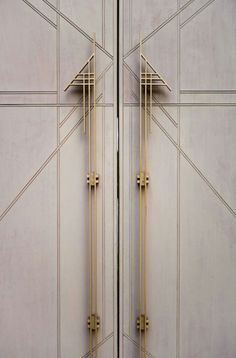 Doors from Marty Leonard Chapel, Fay Jones, Fort Worth, Texas - Architect Wright Architecture Geometric Sarah Whittaker (=) Modular Furniture, Art Deco Furniture, Ikea Furniture, Rustic Furniture, Luxury Furniture, Pallet Furniture, Furniture Layout, Wardrobe Furniture, Furniture Movers