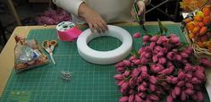 How+to+Make+a+Tulip+Wreath