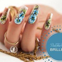 Роскошный маникюр с рисунком и золотым литьем на длинных ногтях