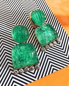 Unconventional and beyond colorful, these carved and fluted emerald and diamond earrings fresh from the workshop are sure to stop anyone in… Emerald Jewelry, Gemstone Jewelry, Ruby And Diamond Necklace, Jewellery Showroom, Jewellery Designs, Jewelry Design Drawing, David Webb, Gems And Minerals, Designer Earrings