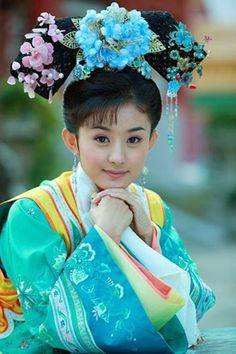 ชุดองค์หญิงกำมะลอ - ค้นหาด้วย Google Zhao Li Ying, Snow White, Crown, Disney Princess, Womens Fashion, Qing Dynasty, Chinese, Girls, Toddler Girls