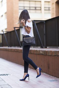 This casual look is my favourite by far…a pair of skinny jeans, high heels and a cute top and you are perfect to go ✨