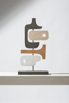 Totem abstrait de Stéphane Parmentier pour Giobagnara