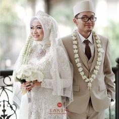 Muslimah Wedding Dress, Dress Wedding, Akad Nikah, Kebaya, Muslim Fashion, Wedding Inspiration, Poses, Weddings, Bridal